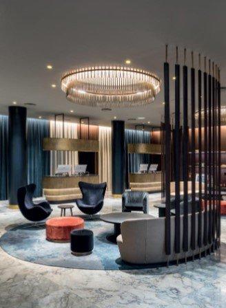 Birou de vanzare Centru Brasov cu 48 camere, cu 20 grupuri sanitare, suprafata 1600 mp. Pret: 1.640.000 euro.