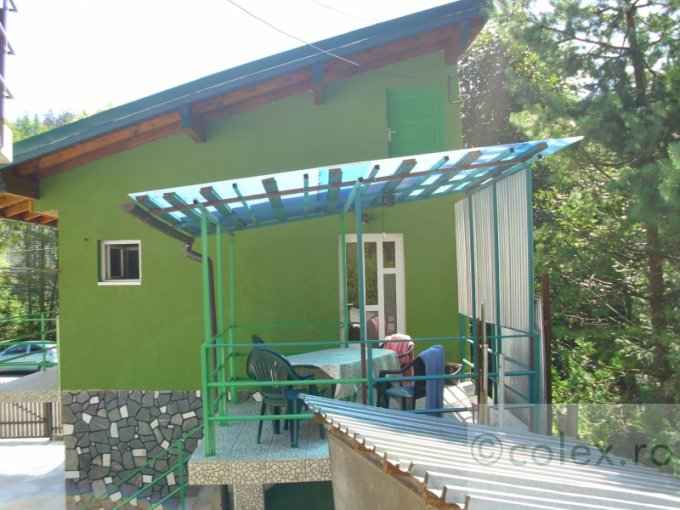 vanzare Casa Predeal Semicentral cu 10 camere, 6 grupuri sanitare, avand suprafata utila 216 mp. Pret: 280.000 euro negociabil. agentie imobiliara vand Casa.