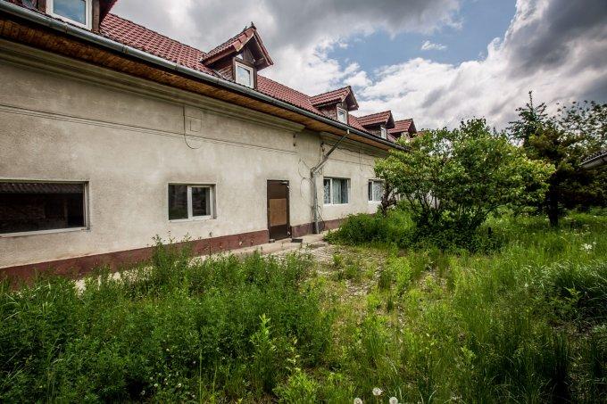 Casa de vanzare direct de la agentie imobiliara, in Ghimbav, cu 130.000 euro. 4 grupuri sanitare, suprafata utila 500 mp. Are  10 camere.
