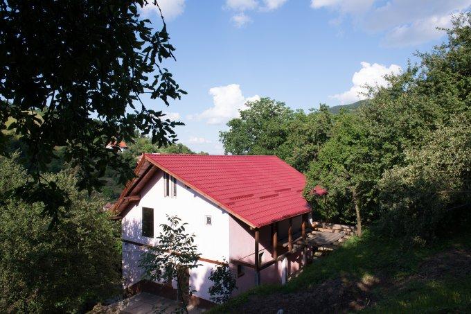 vanzare Casa Brasov cu 3 camere, cu suprafata utila de 207 mp, 1 grup sanitar. 199.000 euro.. Casa vanzare Schei Brasov