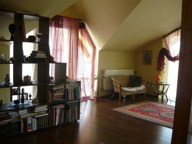 vanzare Casa Rasnov cu 4 camere, cu suprafata utila de 112 mp, 2 grupuri sanitare, 1  balcon. 72.000 euro.. Casa vanzare Rasnov  Brasov