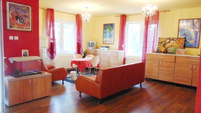 vanzare Casa Rasnov cu 5 camere, 2 grupuri sanitare, avand suprafata utila 190 mp. Pret: 143.000 euro. Incalzire: Centrala proprie a cladirii. agentie imobiliara vand Casa.