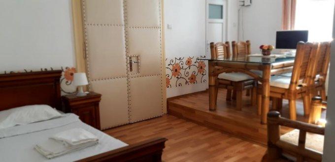 vanzare Casa Brasov Centrul Istoric cu 5 camere, 4 grupuri sanitare, avand suprafata utila 130 mp. Pret: 190.000 euro. Incalzire: Centrala proprie a cladirii. proprietar vand Casa.