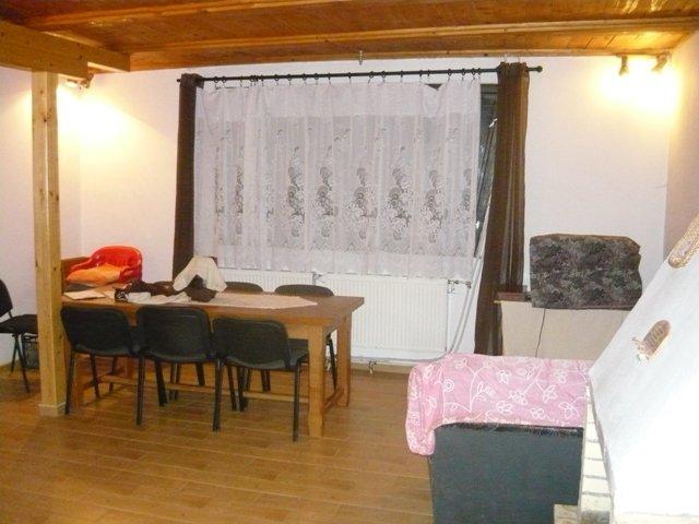 vanzare Casa Rasnov cu 6 camere, cu suprafata utila de 180 mp, 3 grupuri sanitare, 1  balcon. 120.000 euro.. Casa vanzare Rasnov  Brasov