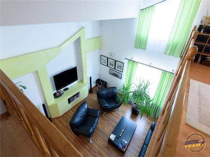Casa de vanzare in Brasov cu 6 camere, cu 2 grupuri sanitare, suprafata utila 300 mp. Suprafata terenului 300 metri patrati, deschidere 15 metri. Pret: 268.000 euro. Casa