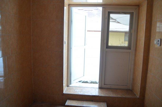 Casa de vanzare direct de la agentie imobiliara, in Predeal, zona Eroilor, cu 90.000 euro. 1  balcon, 2 grupuri sanitare, suprafata utila 360 mp. Are  7 camere.