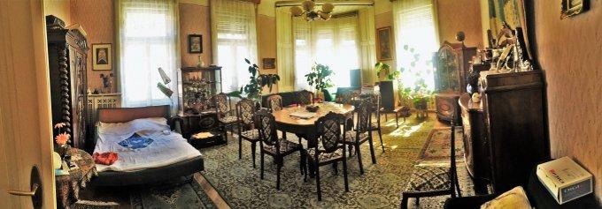 Casa de vanzare direct de la agentie imobiliara, in Brasov, zona Centrul Istoric, cu 475.000 euro. 4 grupuri sanitare, suprafata utila 402 mp. Are  9 camere.