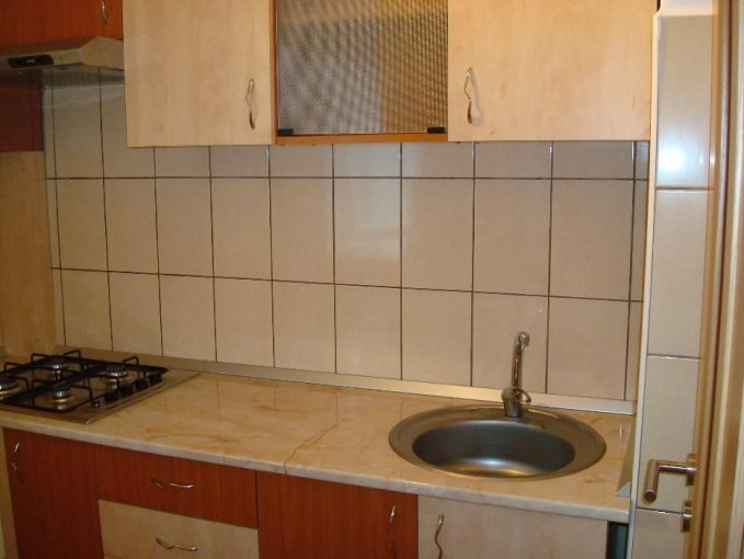 Garsoniera de inchiriat direct de la agentie imobiliara, in Brasov, zona Astra, cu 200 euro. 1  balcon, 1 grup sanitar, suprafata utila 30 mp. Mobilata modern.