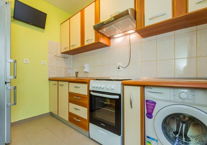 Garsoniera de vanzare direct de la agentie imobiliara, in Brasov, zona Bartolomeu, cu 32.800 euro. 1  balcon, 1 grup sanitar, suprafata utila 28 mp.