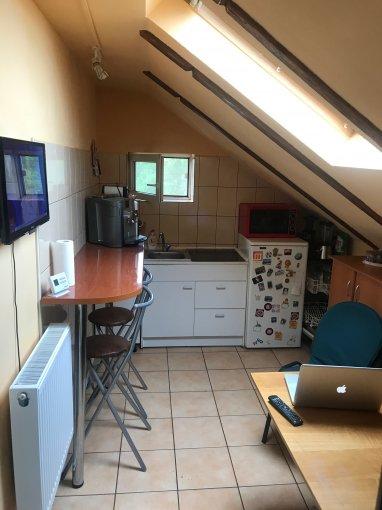 Garsoniera de vanzare direct de la proprietar, in Brasov, zona Aurel Vlaicu, cu 46.500 euro negociabil. 1  balcon, 1 grup sanitar, suprafata utila 40 mp.