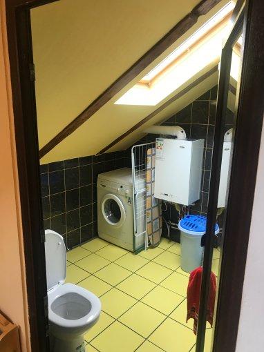 Garsoniera de vanzare in Brasov, cu 1 grup sanitar, suprafata utila 38 mp. Pret: 46.500 euro negociabil. Usa intrare: Metal. Usi interioare: PVC.