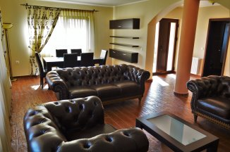 Mini hotel de vanzare cu 1 etaj 24 camere, in zona Bradet, Sacele  Brasov