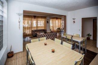 Mini hotel de vanzare cu 2 etaje 8 camere, Moieciu  Brasov