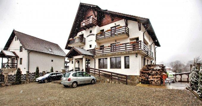 Mini hotel / Pensiune cu 11 camere, 2 etaje, cu suprafata utila de 500 mp, 11 grupuri sanitare, 5  balcoane. 350.000 euro. Mini hotel / Pensiune Bran  Brasov