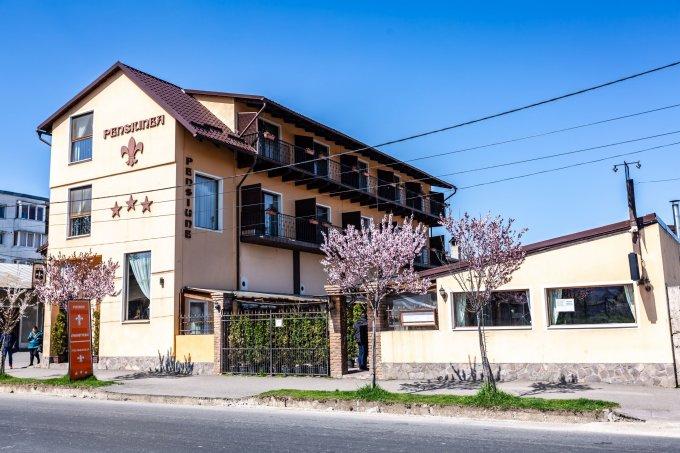 Mini hotel / Pensiune cu 12 camere, 2 etaje, cu suprafata utila de 870 mp, 14 grupuri sanitare. 950.000 euro. Mini hotel / Pensiune Centru Rasnov  Brasov