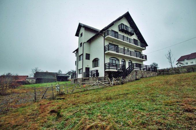 Mini hotel / Pensiune cu 10 camere, 3 etaje, cu suprafata utila de 700 mp, 10 grupuri sanitare, 8  balcoane. 350.000 euro. Mini hotel / Pensiune Bran  Brasov
