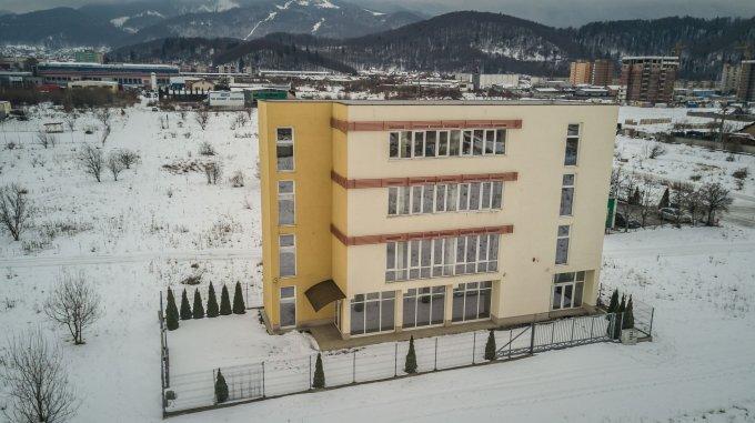 Spatiu comercial de vanzare direct de la agentie imobiliara, in Brasov, zona Calea Bucuresti, cu 498.000 euro. 6 grupuri sanitare, suprafata utila 564 mp.