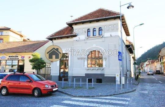 Centrul Istoric Brasov Spatiu comercial de inchiriat, cu 1 grup sanitar, suprafata 110 mp. Pret: 1.500 euro.