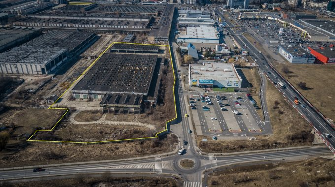 Calea Bucuresti  Brasov Spatiu industrial de vanzare cu 2 incaperi, cu 1 grup sanitar, suprafata 12000 mp. Pret: 4.500.000 euro.