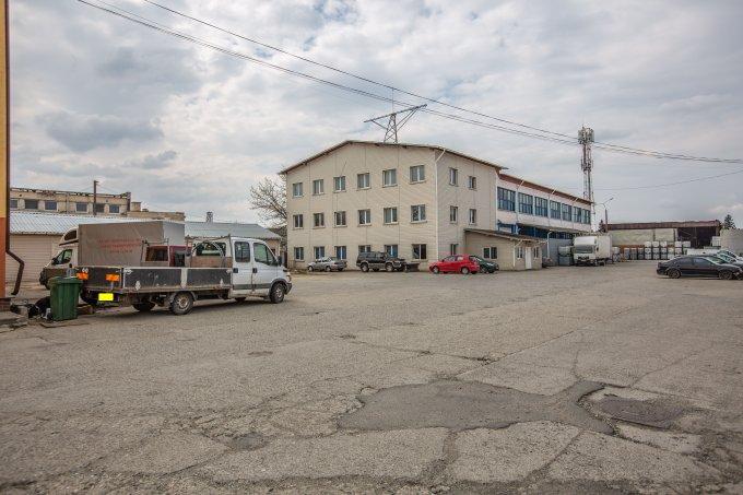 Bartolomeu  Brasov Spatiu industrial de vanzare cu 30 incaperi, cu 8 grupuri sanitare, suprafata 2250 mp. Pret: 1.200.000 euro.