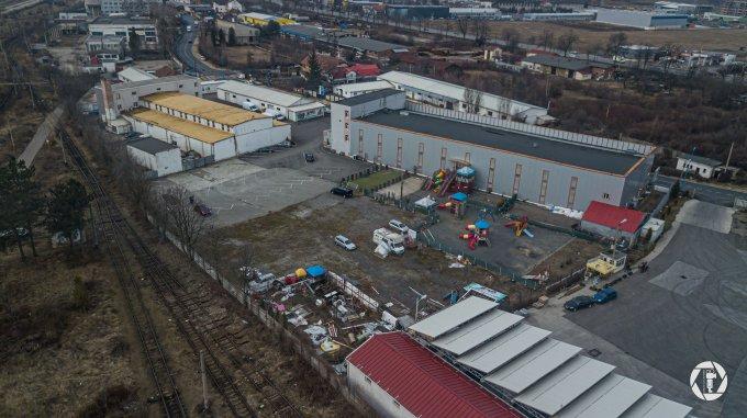 Spatiu industrial de vanzare direct de la agentie imobiliara, in Brasov, zona Timis - Triaj, cu 1.200.000 euro. 2 grupuri sanitare, suprafata utila 3600 mp.