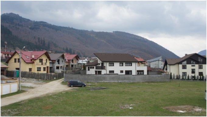 Teren intravilan de vanzare in Sacele, zona Bunloc. Suprafata terenului 700 metri patrati, deschidere 21 metri. Pret: 45.000 euro.
