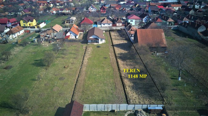 Teren intravilan de vanzare direct de la agentie imobiliara, in Cristian, cu 55.104 euro. Suprafata de teren 1148 metri patrati cu deschidere de 12 metri.