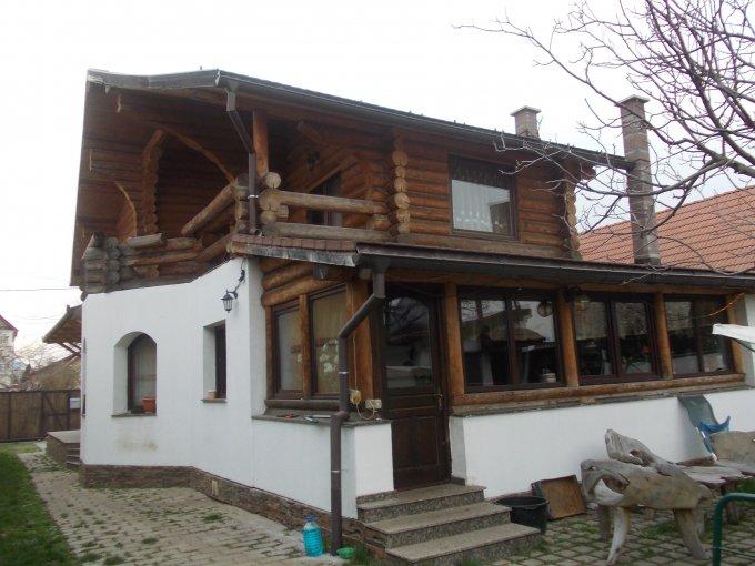 Vila de vanzare direct de la agentie imobiliara, in Brasov, zona Craiter, cu 215.000 euro. 2  balcoane, 4 grupuri sanitare, suprafata utila 190 mp. Are 1 etaj si 6 camere.