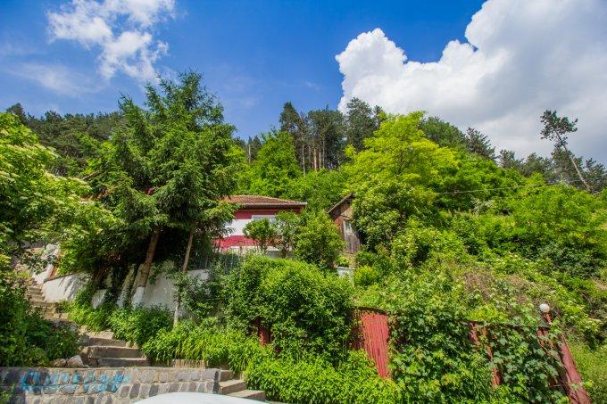 Vila de vanzare direct de la proprietar, in Brasov, cu 84.000 euro. 1 grup sanitar, suprafata utila 120 mp. Are 1 etaj si 3 camere.