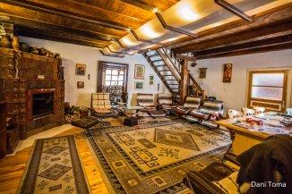 Vila de vanzare cu 1 etaj si 12 camere, Cristian Brasov
