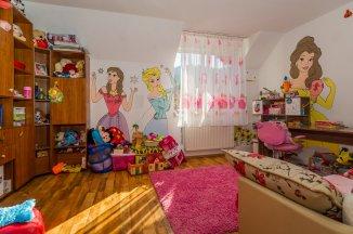 Brasov Sacele, zona Turches, vila cu 9 camere de vanzare de la agentie imobiliara