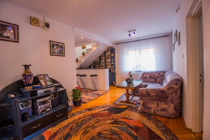 Vila de vanzare direct de la proprietar, in Brasov, cu 180.000 euro. 2  balcoane, 3 grupuri sanitare, suprafata utila 370 mp. Are 2 etaje si 8 camere.