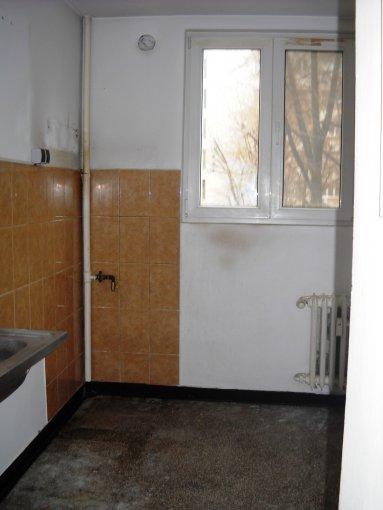 vanzare apartament cu 2 camere, decomandat, in zona Ferdinand, orasul Bucuresti
