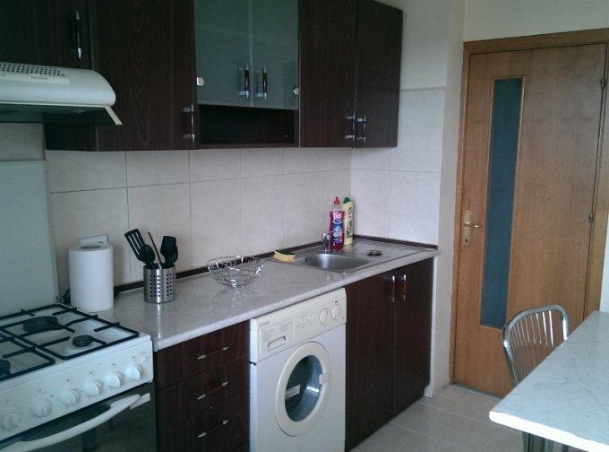 Apartament de vanzare in Bucuresti cu 2 camere, cu 1 grup sanitar, suprafata utila 51 mp. Pret: 48.000 euro. Usa intrare: Metal. Usi interioare: Lemn.