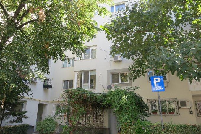 inchiriere Apartament Bucuresti cu 2 camere, cu 1 grup sanitar, suprafata utila 55 mp. Pret: 400 euro negociabil. Incalzire: Incalzire prin termoficare. Racire: Aer conditionat.