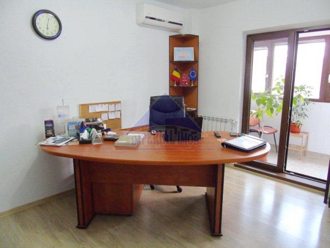 Apartament de vanzare in Bucuresti cu 2 camere, cu 1 grup sanitar, suprafata utila 52 mp. Pret: 79.000 euro. Usa intrare: Metal. Usi interioare: Lemn.