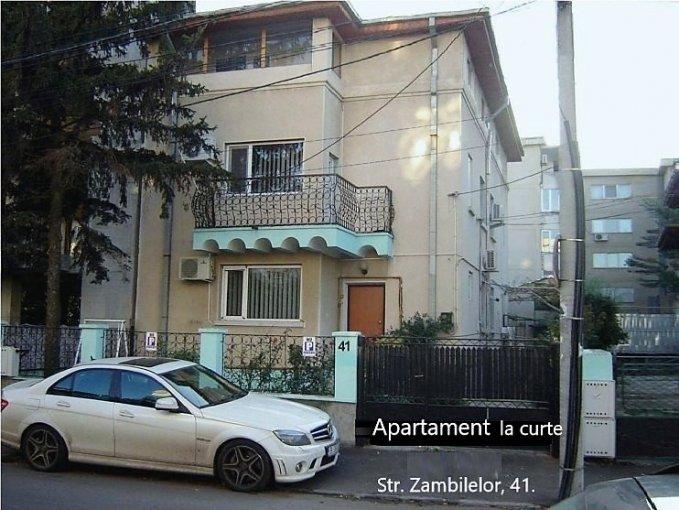 Apartament de inchiriat in Bucuresti cu 2 camere, cu 1 grup sanitar, suprafata utila 41 mp. Pret: 300 euro. Usa intrare: PVC. Usi interioare: PVC. Mobilat clasic.