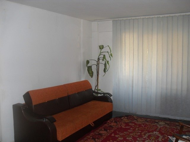 vanzare apartament cu 2 camere, decomandat, in zona Piata Victoriei, orasul Bucuresti