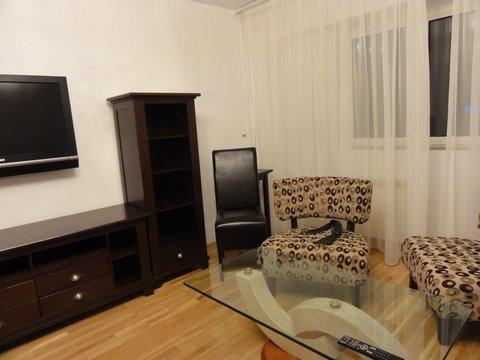 Apartament de inchiriat in Bucuresti cu 2 camere, cu 1 grup sanitar, suprafata utila 65 mp. Pret: 550 euro.
