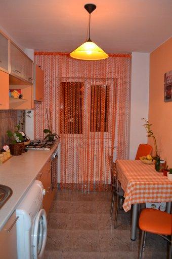 agentie imobiliara vand apartament decomandat, in zona Margeanului, orasul Bucuresti