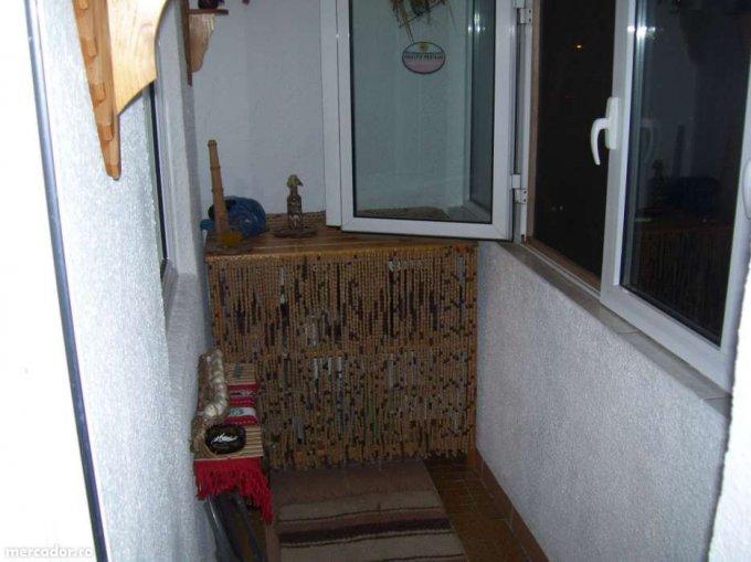 vanzare apartament cu 2 camere, decomandat, in zona Gara de est, orasul Bucuresti