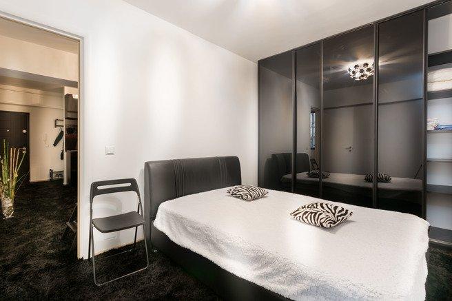 Apartament inchiriere Bucuresti 2 camere, suprafata utila 60 mp, 1 grup sanitar, 1  balcon. 550 euro negociabil. Etajul 1 / 3. Destinatie: Rezidenta. Apartament Piata Victoriei Bucuresti