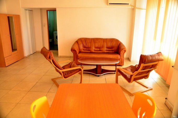 inchiriere Apartament Bucuresti cu 2 camere, cu 1 grup sanitar, suprafata utila 60 mp. Pret: 350 euro. Incalzire: Incalzire prin termoficare. Racire: Aer conditionat.