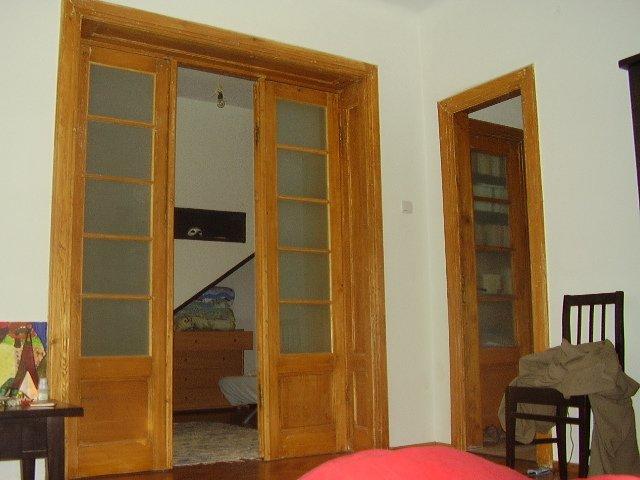 Apartament de inchiriat in Bucuresti cu 2 camere, cu 1 grup sanitar, suprafata utila 80 mp. Pret: 400 euro.