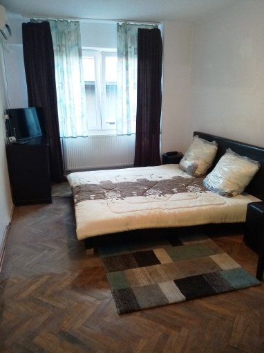 Cam mare, Apartament cu 4 camere, etajul 3 / 3, cu suprafata de 145mp. Bucuresti, zona Dorobanti str Roma, nr 21