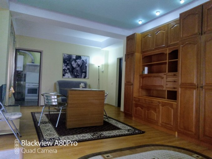 inchiriere Apartament Bucuresti cu 2 camere, cu 1 grup sanitar, suprafata utila 78 mp. Pret: 300 euro negociabil. Incalzire: Centrala proprie a locuintei. Racire: Aer conditionat.