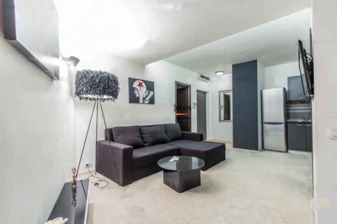 Apartament de inchiriat direct de la proprietar, in Bucuresti, in zona Herastrau, cu 720 euro negociabil. 1  balcon, 1 grup sanitar, suprafata utila 50 mp. Mobilat lux.