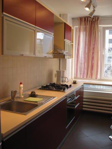 agentie imobiliara inchiriez apartament decomandat, in zona Piata Romana, orasul Bucuresti