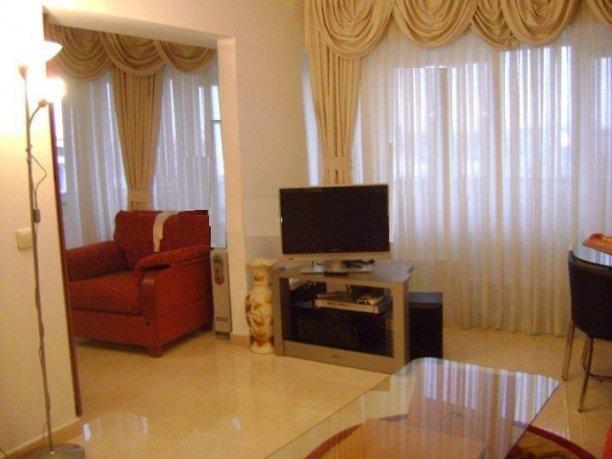 proprietar inchiriez apartament semidecomandat, in zona Mosilor, orasul Bucuresti