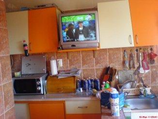 proprietar vand apartament decomandat, in zona Margeanului, orasul Bucuresti